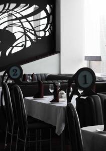 Hotel & Restaurant Service MODERN