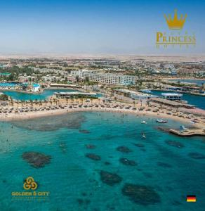 HOTELS & BEACH RESORTS
